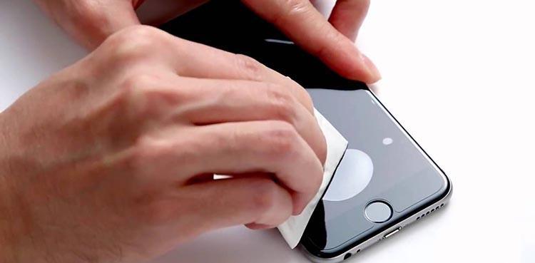 как наклеить защитную пленку на телефон без пузырей