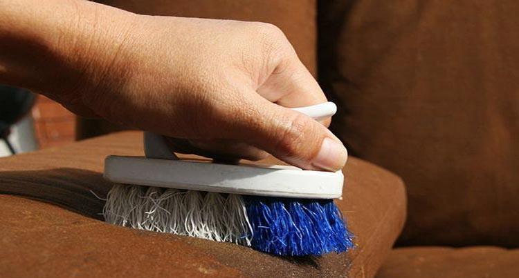 Чем убрать разводы с дивана в домашних  914