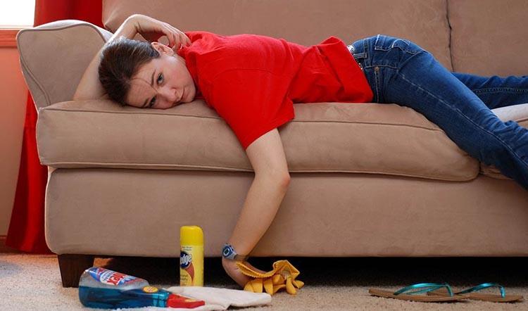 как почистить тканевый диван от пятен