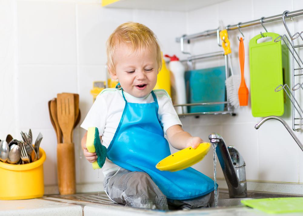 Основные правила уборки в доме с ребенком