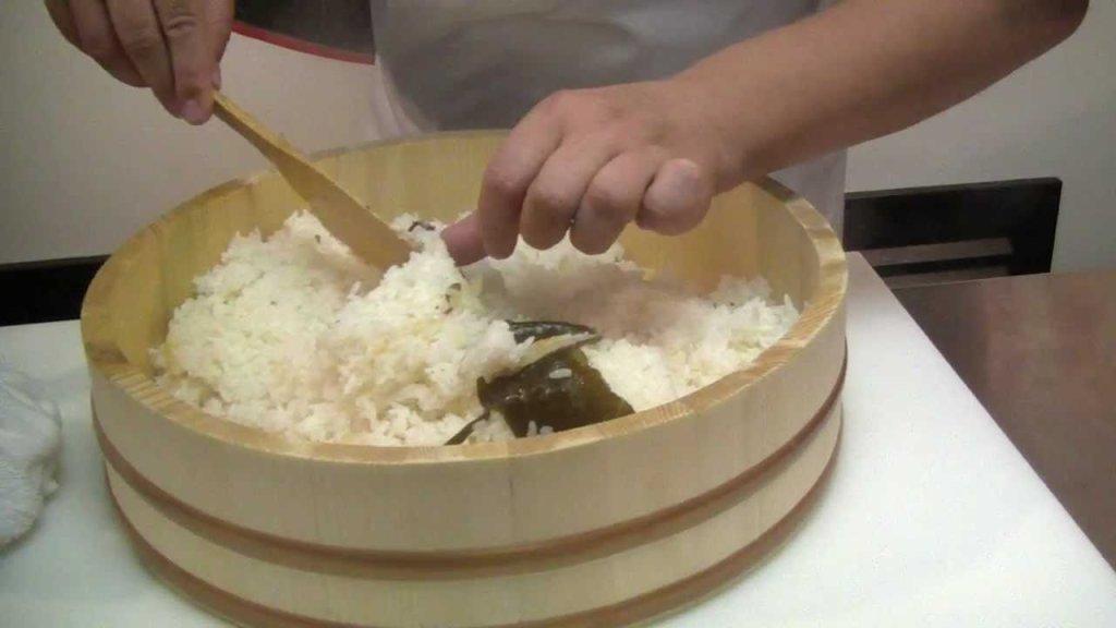 Подготовка риса для суши